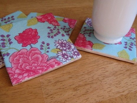 Project via [url=http://www.curbly.com/users/diy-maven/posts/6125-curbly-video-using-paper-napkins-to-make-decorative-tile-coasters]Curbly[/url]