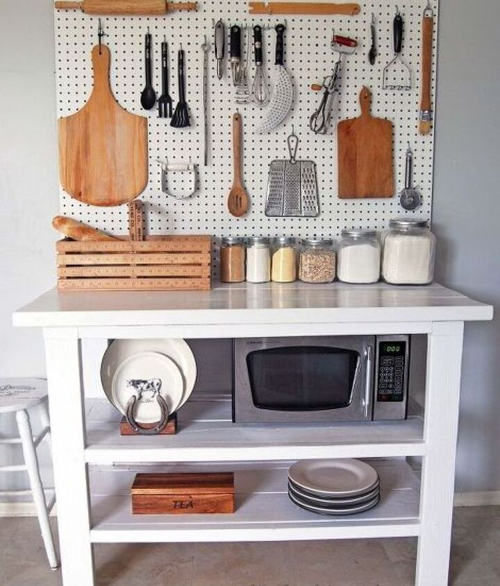 Project via Erin and Emily @[url=http://elizabethjoandesigns.com/2015/06/kitchen-pegboard/]Elizabeth Joan Designs[/url]