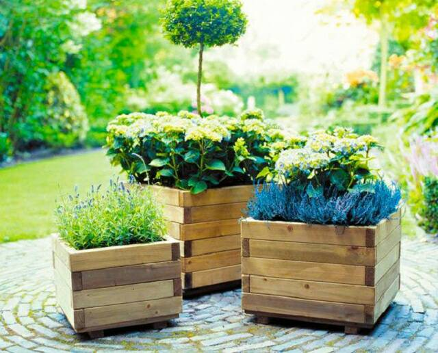 DIY Ideas to Use Pallets in the Garden | Hometalk