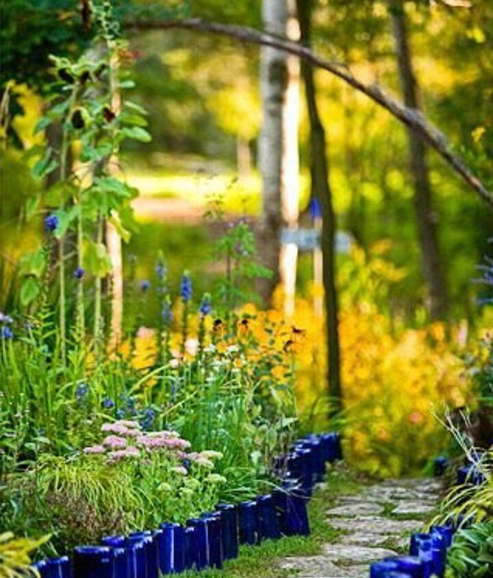 Photo via [url=http://www.bhg.com/gardening/design/styles/create-a-nonstop-border/]Better Homes & Gardens[/url]