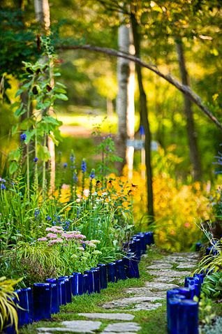 Photo via [url=http://www.bhg.com/gardening/design/styles/create-a-nonstop-border/]Better Homes & Gardens[/url]