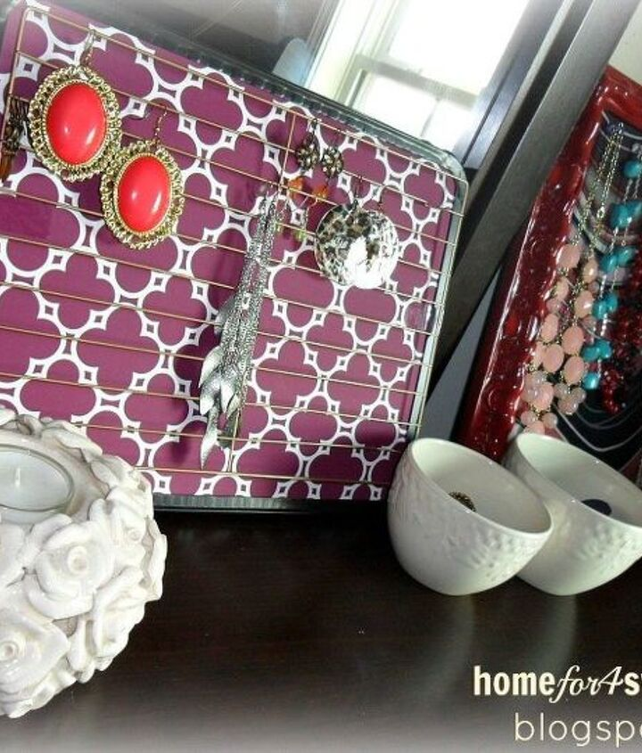 Photo via Rea @[url=http://www.homefor4sweethome.com/2013/09/diy-earring-holder.html]Home For 4 Sweet Home[/url]