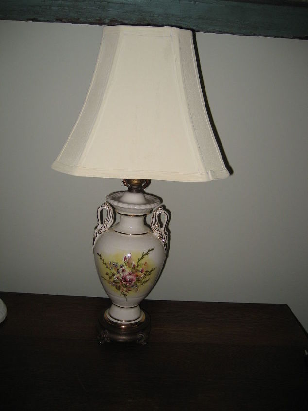 q painted lamp shade with cream color chalk paint, chalk paint, lighting, painting