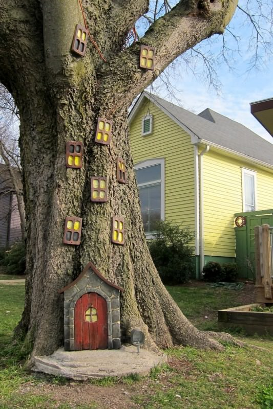 Photo via [url=http://www.1001gardens.org/2013/05/elf-house-on-a-tree/]1001 Gardens[/url]