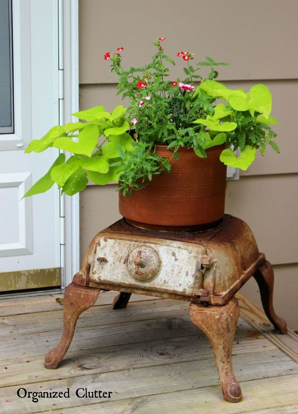 Garden decor ideas from junk hometalk for Upcycled yard decor
