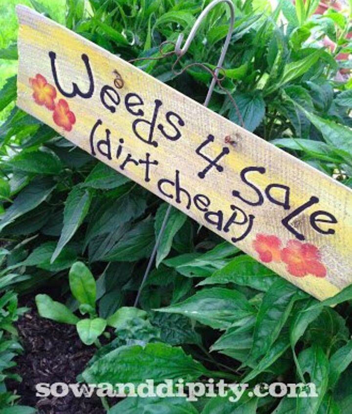 Photo via Shelley @[url=http://www.sowanddipity.com/diy-garden-signs/]Sow & Dipity[/url]