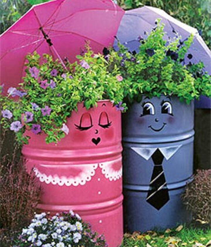 Photo via [url=http://www.lushome.com/creative-handmade-garden-decorations-20-recycling-ideas-backyard-decorating/78091]Lushome[/url]