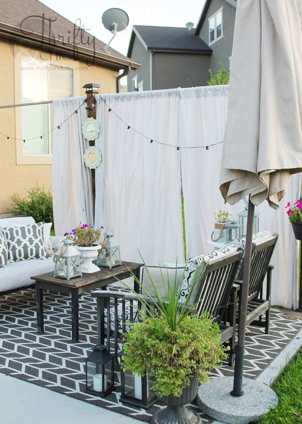 Diy outdoor privacy screen hometalk for Hanging patio privacy screen