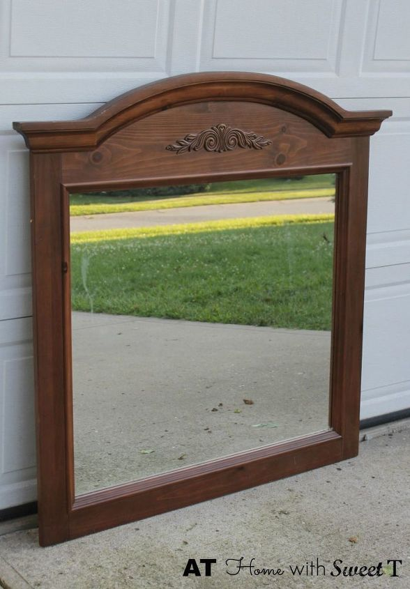 https://cdn-fastly.hometalk.com/media/2015/08/22/2959851/headboard-made-from-dresser-mirror-bedroom-ideas-diy-home-decor.jpg?size=634x922&nocrop=1
