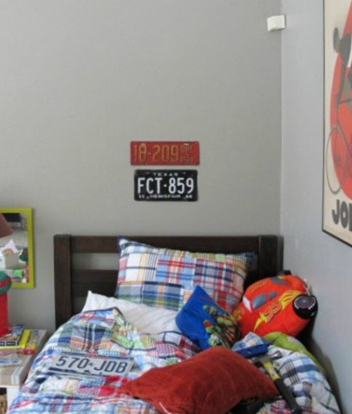 easy license plate wall art, bedroom ideas, crafts, repurposing upcycling, wall decor