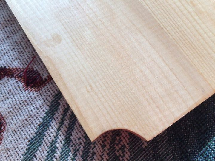 Cut corners of the wooden shelves.