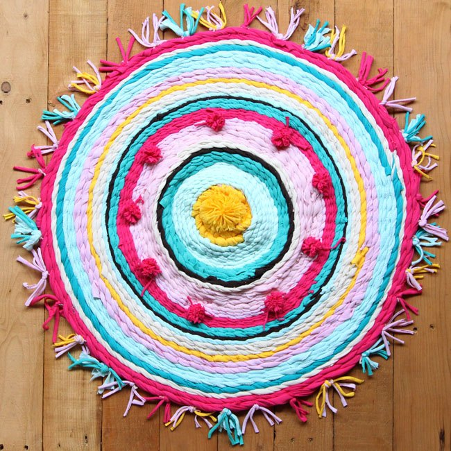 Old T Shirt Rug On A Hula Hoop Loom Crafts Flooring Repurposing Upcycling