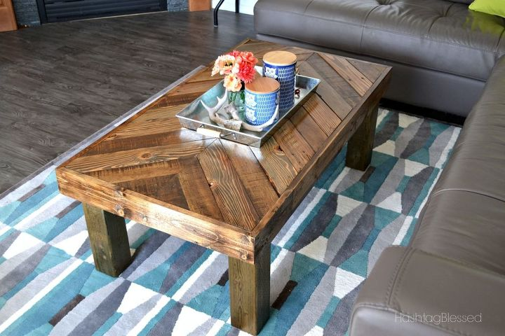 Diy pallet coffee table hometalk for Painted pallet coffee table
