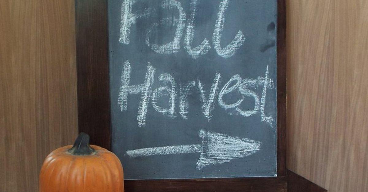 DIY Arrow Frame Chalkboard | Hometalk