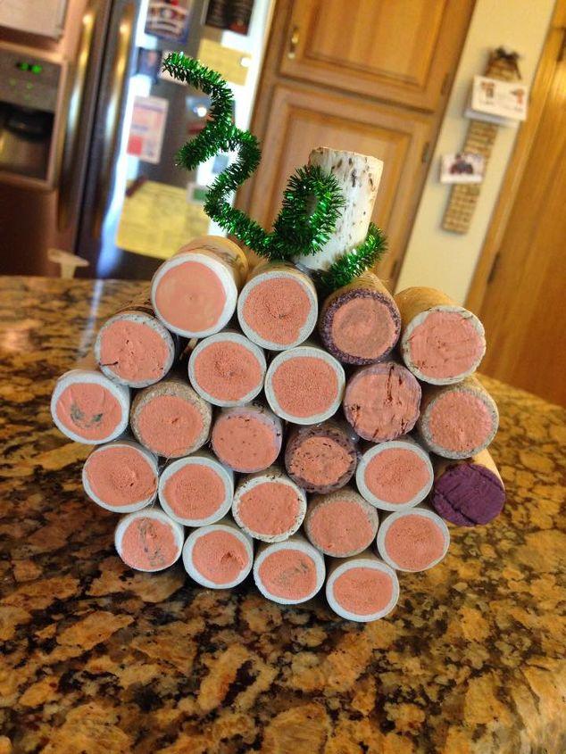 wine cork pumpkin, crafts, repurposing upcycling, seasonal holiday decor