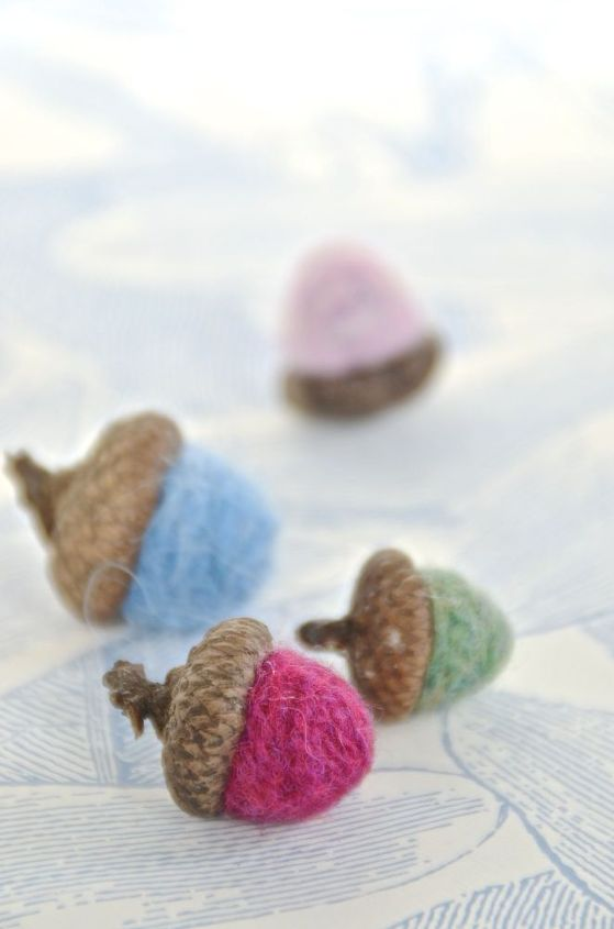 scrap yarn felted acorns, crafts, seasonal holiday decor