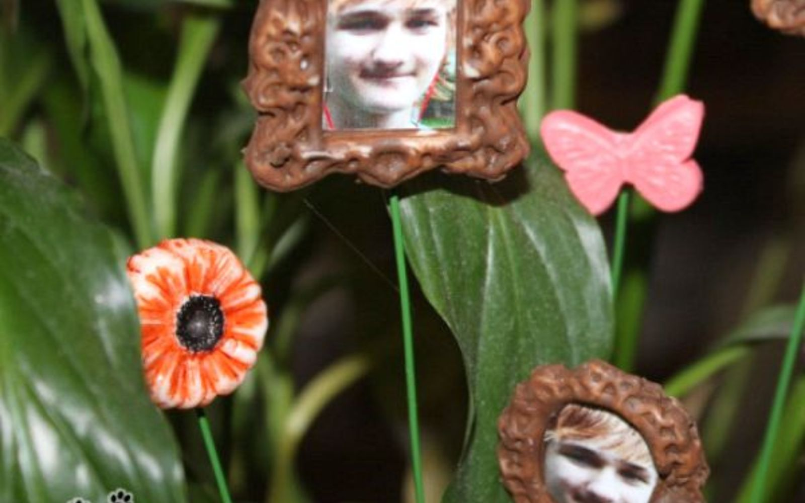 s 11 upcycles so simple you ll wonder why you ve never thought of them, crafts, repurposing upcycling, Make Mini Picture Frames from Silicone Molds