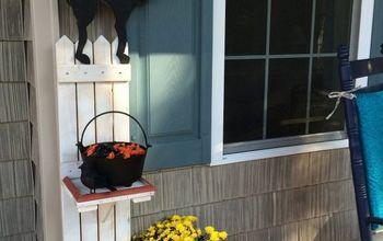 DIY Picket Fence Halloween Candy Holder