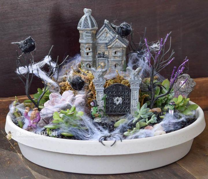 spooky succulent garden halloween, flowers, gardening, halloween decorations, seasonal holiday decor, succulents