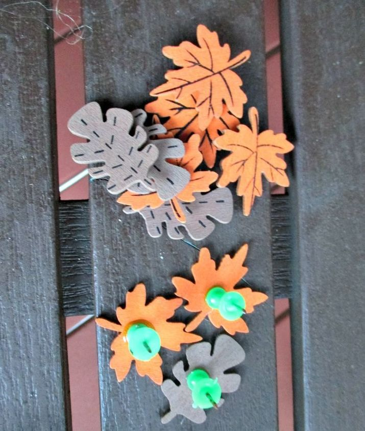 Flat wooden leaves for thumb tacks