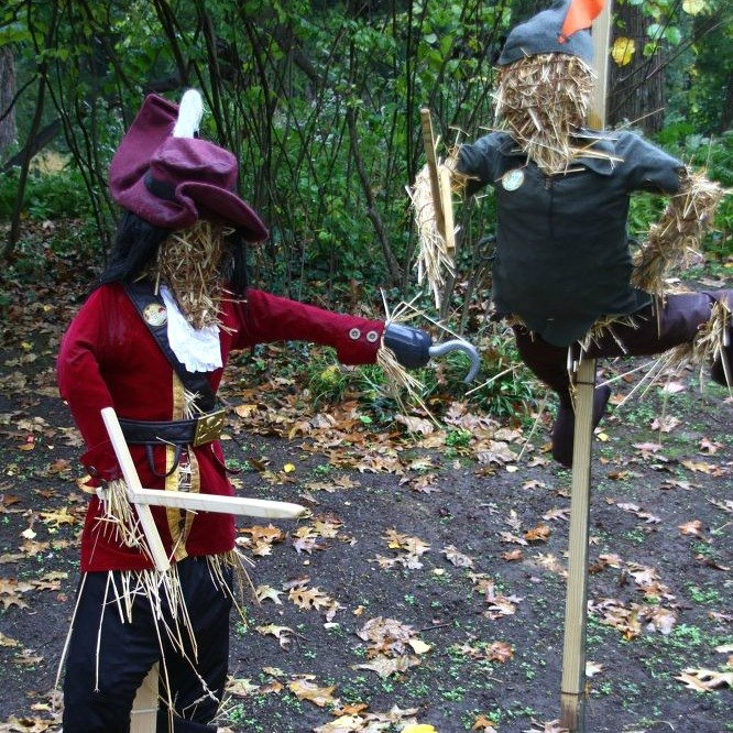 s 8 eerie halloween decorations made from unexpected things, halloween decorations, repurposing upcycling, seasonal holiday decor, Marauding Scarecrows on the Loose