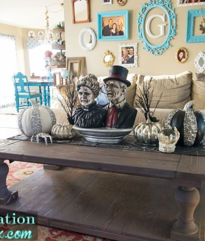 spooky halloween coffee table decor, halloween decorations, seasonal holiday decor