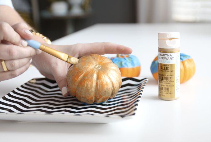 diy glittered pumpkin place card holders, crafts, seasonal holiday decor
