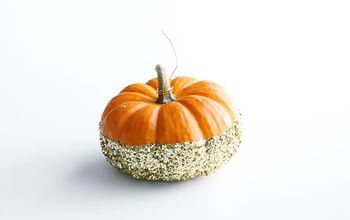 DIY: Glittered Pumpkin Place Card Holders