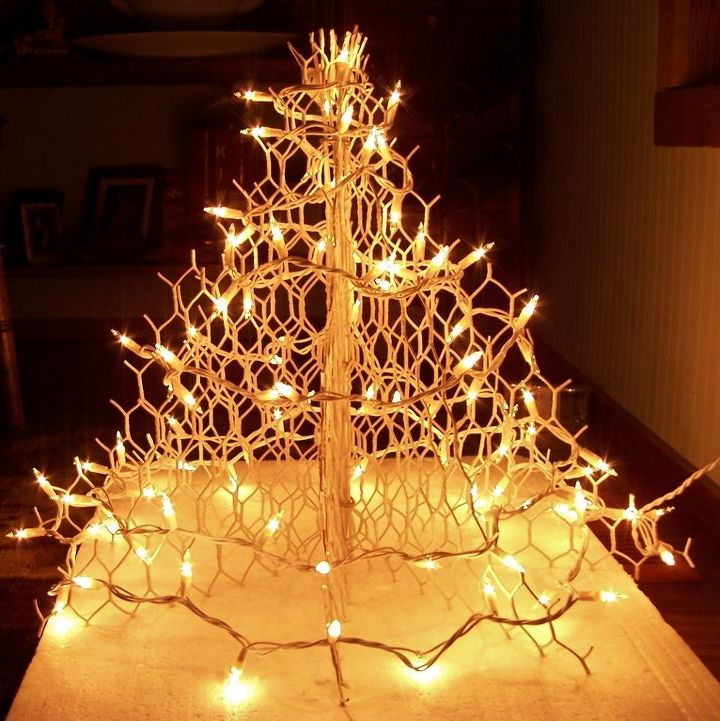 too fancy for chickens wire christmas tree christmas decorations crafts repurposing upcycling - Christmas Decorations With Chicken Wire