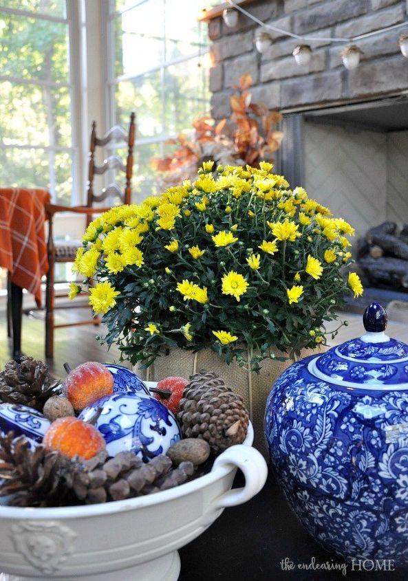 fall porch decorating, porches, seasonal holiday decor
