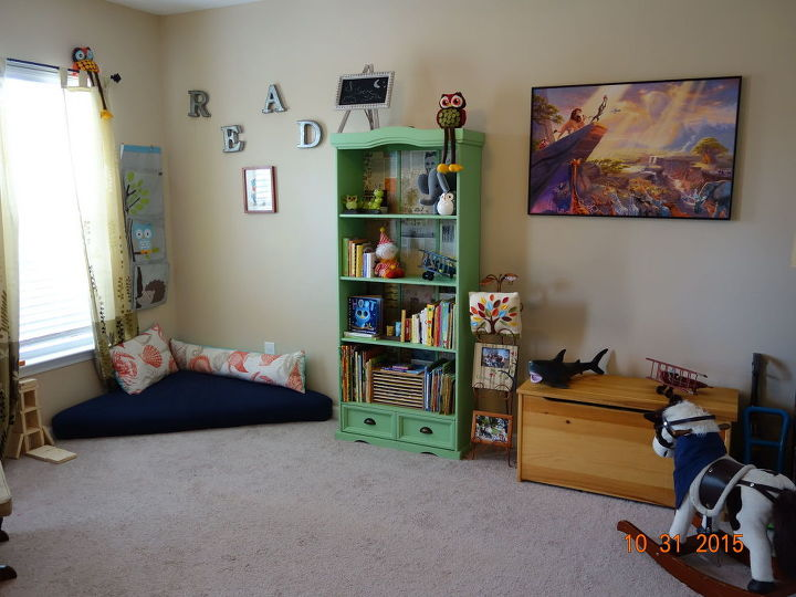 play room reading nook with pallet seat 30dayflip, decoupage, entertainment rec rooms, painted furniture, pallet, repurposing upcycling, shelving ideas
