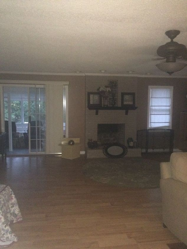 q help please with the living room, home decor, living room ideas, wall decor, The entry from front doot
