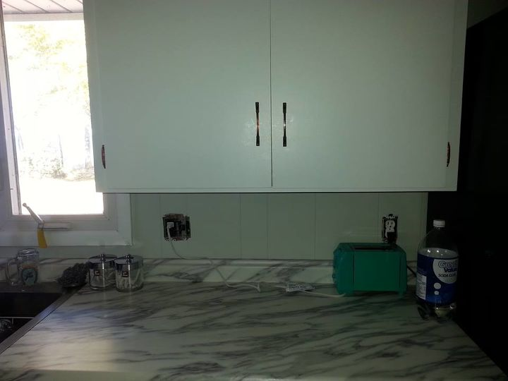 q color ideas for cabinets and panelling, kitchen cabinets, kitchen design, paint colors, painting, Walls of cottage are done in Gray Owl so now on to backsplash