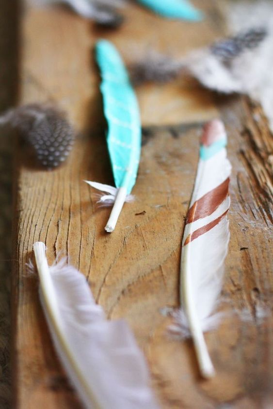 diy painted feathers, crafts