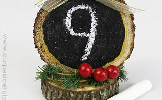 wood slice countdowns, chalkboard paint, christmas decorations, crafts, how to, seasonal holiday decor