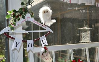 An Irresistible Christmas Display Idea on a Hanger for You!