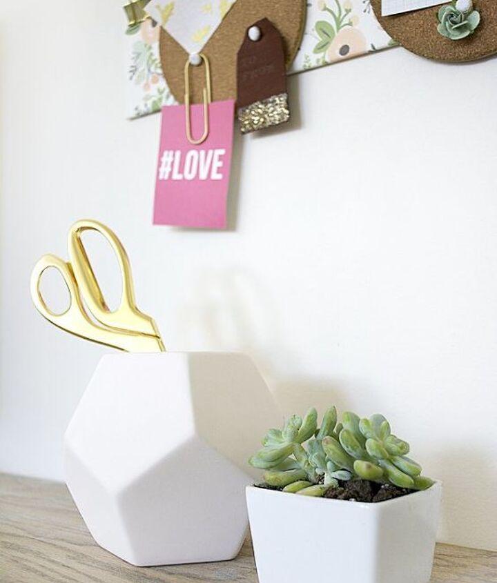 diy round cork board holder, crafts, wall decor