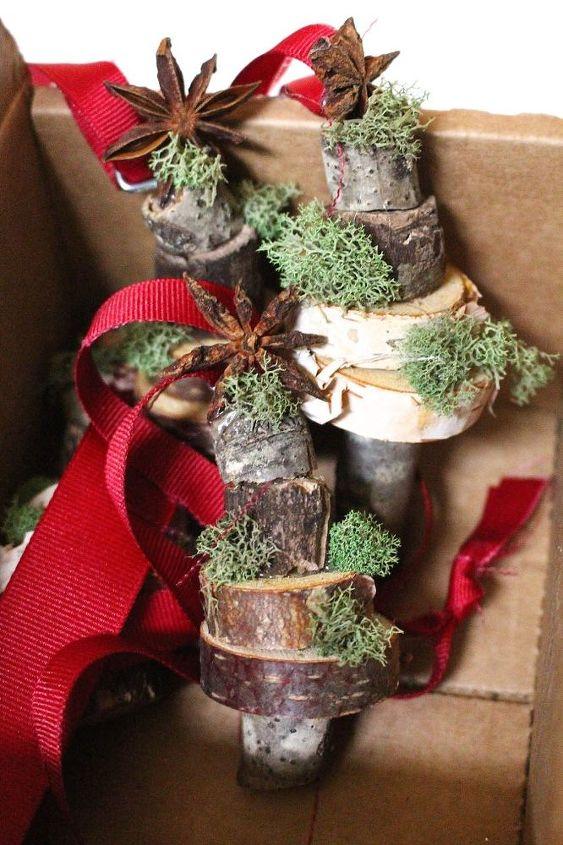 diy stacked wood and moss slice christmas ornament, christmas decorations, crafts, seasonal holiday decor