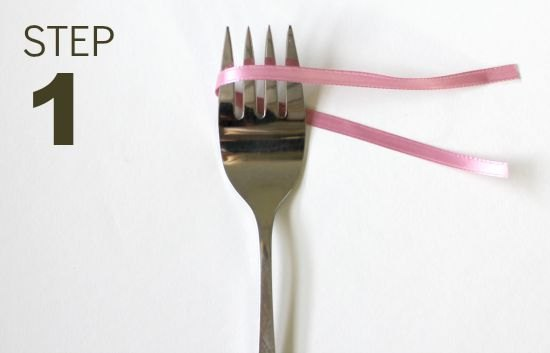 make a perfect little bow using a fork, crafts, seasonal holiday decor
