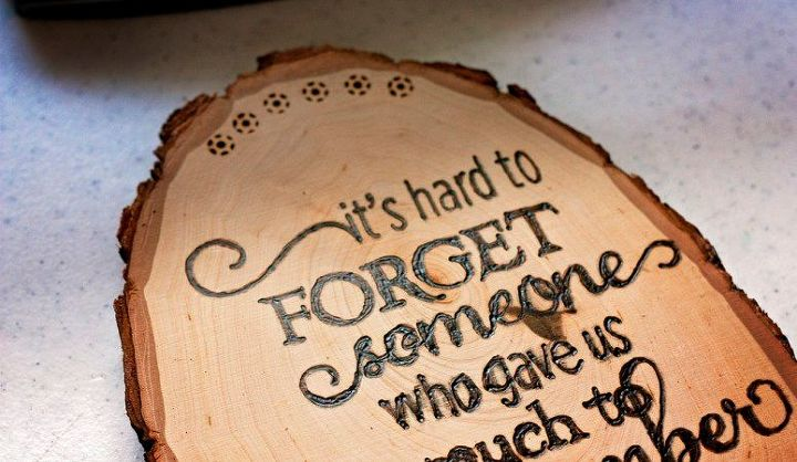 diy woodburned tribute plaque for a loved one for beginners, crafts