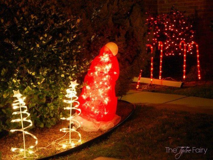 santa hat tomato cage, christmas decorations, crafts, repurposing upcycling, seasonal holiday decor