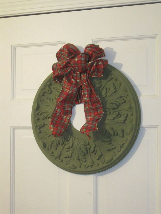 repurposed ceiling medallion wreath, christmas decorations, crafts, seasonal holiday decor, wall decor, wreaths