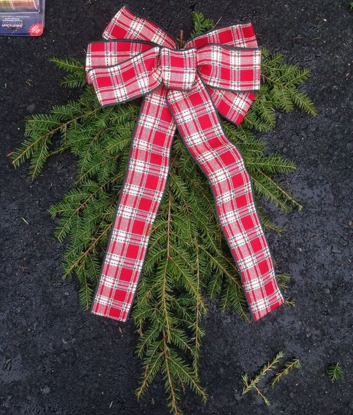 simple christmas swag, christmas decorations, crafts, repurposing upcycling, wreaths