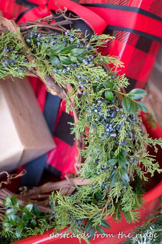 simple natural diy christmas wreaths christmas decorations seasonal holiday decor wreaths - Simple Christmas Wreaths