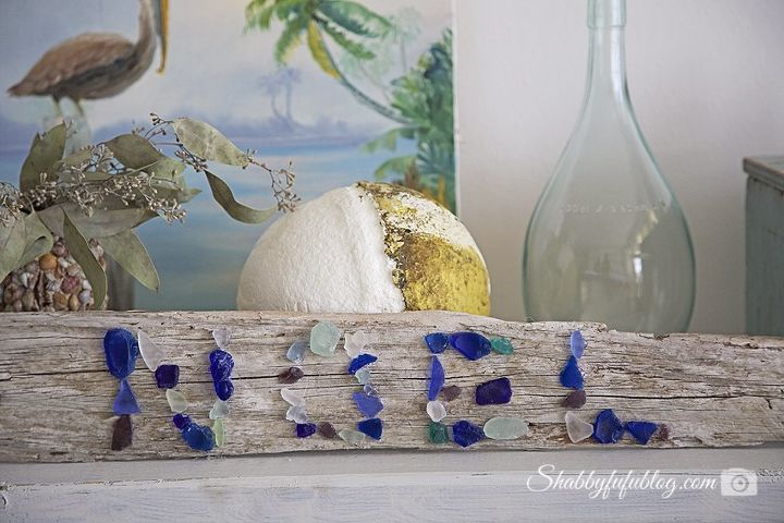 10 minute diy beach glass and driftwood christmas sign, christmas decorations, crafts, seasonal holiday decor