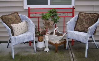 red bed christmas porch, christmas decorations, porches, seasonal holiday decor