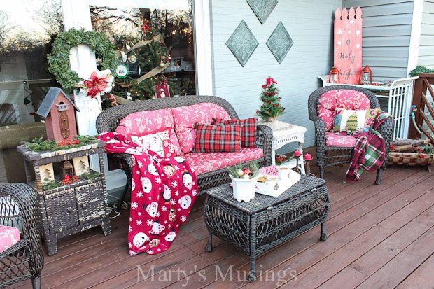 Inexpensive Deck Decorating Ideas for Christmas That Even YOU Can Do ...