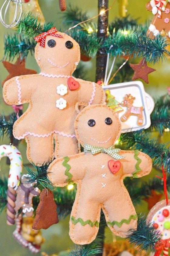 handmade gingerbread boys and girls, christmas decorations, crafts, seasonal holiday decor