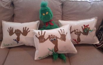 Cute Placemat Reindeer Pillows With Hand and Feet Prints #30dayflip