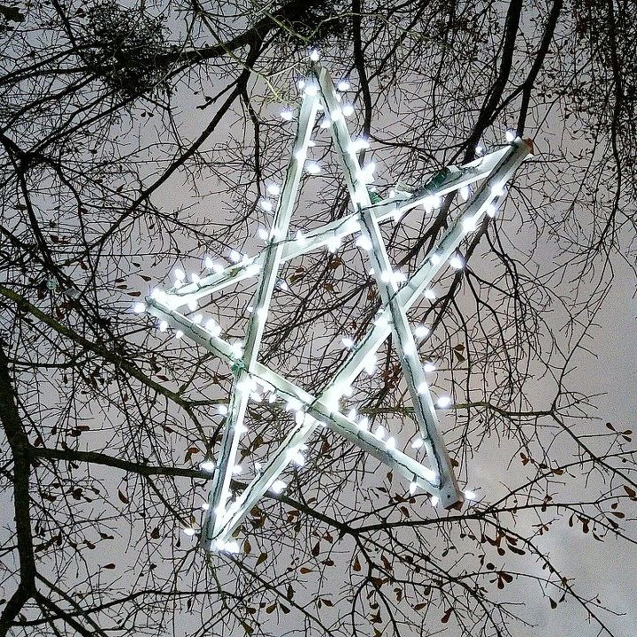 christmas diy outdoor wood stars, christmas decorations, seasonal holiday decor, woodworking projects